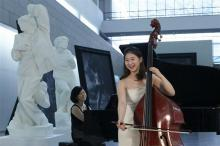 Inja Choi y Mikyung Sung en museo, 2010