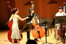 Mikyung Sung commenting during warmup for recital